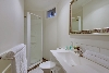 Executive Studio Apartment: Bathroom